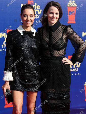 SANTA MONICA, LOS ANGELES, CALIFORNIA, USA - JUNE 15: Sarah Ramos and Aubrey Plaza arrive at the 2019 MTV Movie And TV Awards held at Barker Hangar on June 15, 2019 in Santa Monica, Los Angeles, California, United States.