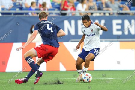 Foxborough, MA, USA; D.C. United forward Edison Flores (10) and New England Revolution defender Henry Kessler (4) in action during an MLS match between D.C. United and New England Revolution at Gillette Stadium