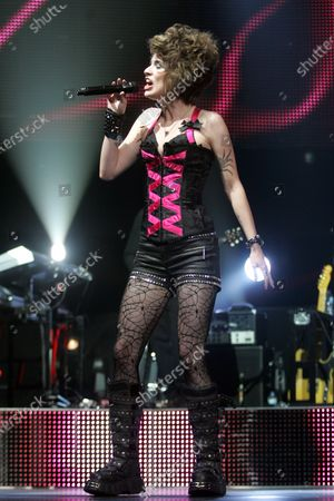 Siobhan Magnus performs with the American Idols 2010 tour at the BankAtlantic Center in Sunrise, Florida on August 3, 2010.