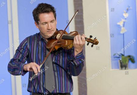 Oliver Lewis – the fast fiddler!