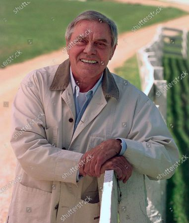 """Country music legend Tom T. Hall, poses for a photo at his home in Franklin, Tenn. Singer-songwriter Tom T. Hall, who composed """"Harper Valley P.T.A."""" and sang about life's simple joys as country music's consummate blue collar bard, has died. He was 85. His son, Dean Hall, confirmed the musician's death at his home in Franklin, Tennessee"""