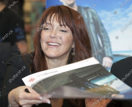 """Actress Lynda Boyd starring in CBC television's """"Republic of Doyle"""" greets fans and signs autographs at Metropolis at Metrotown in Burnaby near Vancouver, British Columbia, January 29, 2011."""