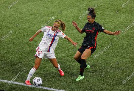 Janice Cayman of Olympique Lyonnais and Sophia Smith of the Portland Thorns FC in action