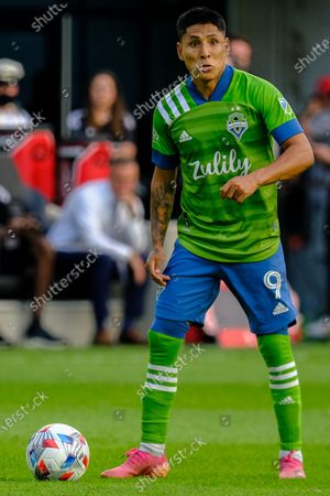 Raul Ruidiaz looks for an open teammate. Seattle Sounders defeated Columbus Crew at Lower.com Field in Columbus, Ohio one Aug. 21, 2021