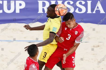 Tamatoa Tetauira (R) of Tahiti and Dinho of Mozambique vie for a header during the FIFA Beach Soccer World Cup Russia 2021 Group D match between Tahiti and Mozambique on August 23, 2021 at Luzhniki Beach Soccer Stadium in Moscow, Russia.