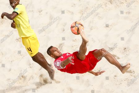 Dylan Paama (R) of Tahiti performs a bicycle kick as Neto of Mozambique defends during the FIFA Beach Soccer World Cup Russia 2021 Group D match between Tahiti and Mozambique on August 23, 2021 at Luzhniki Beach Soccer Stadium in Moscow, Russia.