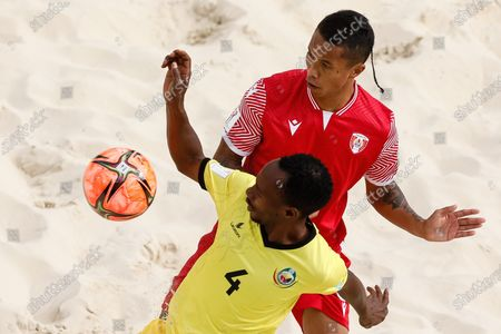 Gervais Chan-Kat (R) of Tahiti and Neto of Mozambique vie for the ball during the FIFA Beach Soccer World Cup Russia 2021 Group D match between Tahiti and Mozambique on August 23, 2021 at Luzhniki Beach Soccer Stadium in Moscow, Russia.