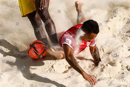 Gervais Chan-Kat of Tahiti in action during the FIFA Beach Soccer World Cup Russia 2021 Group D match between Tahiti and Mozambique on August 23, 2021 at Luzhniki Beach Soccer Stadium in Moscow, Russia.