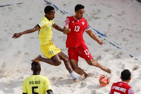 Teaonui Tehau (R) of Tahiti and Dez of Mozambique vie for the ball during the FIFA Beach Soccer World Cup Russia 2021 Group D match between Tahiti and Mozambique on August 23, 2021 at Luzhniki Beach Soccer Stadium in Moscow, Russia.