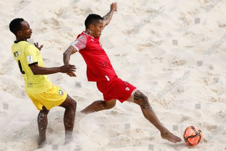 Gervais Chan-Kat (R) of Tahiti and Neto of Mozambique in action during the FIFA Beach Soccer World Cup Russia 2021 Group D match between Tahiti and Mozambique on August 23, 2021 at Luzhniki Beach Soccer Stadium in Moscow, Russia.
