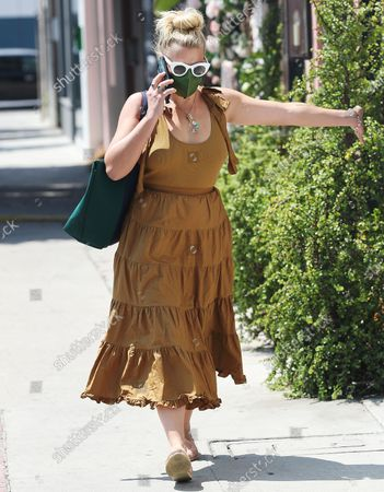Editorial picture of Busy Philipps chats on the phone, Los Angeles, California, USA - 25 Aug 2021