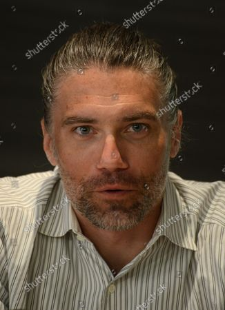 """American actor Anson Mount of the television series """"Hell On Wheels"""" takes part in a press conference about his experience in Israel, at the Inbal Hotel in Jerusalem, Israel, October 6, 2013. Mount is part of a delegation of American film and television actors who are visiting Israel with """"America's Voices in Israel""""."""