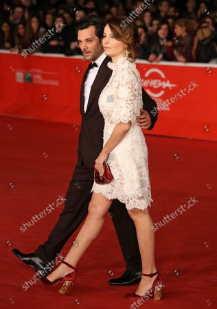 """Immagine stock a tema Massimiliano D'Epiro (L) and Violante Placido arrive on the red carpet before the screening of the film """"Dallas Buyers Club"""" during the 8th annual Rome International Film Festival in Rome on November 9, 2013."""