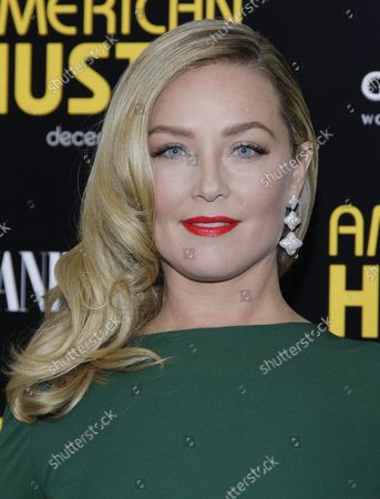 Elizabeth Rohm arrives on the red carpet at the American Hustle premiere at the Ziegfeld Theatre in New York City on December 8, 2013.