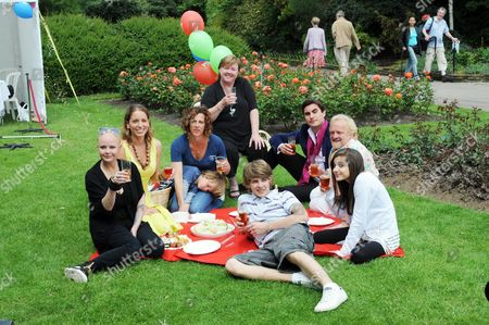Stock Image of Picnic In Regents Park For Natonial Family Week. Pic Shows Gail Porter Jasmine Harman Sally Gunnell Pauline Quirke Raef Bjayou Antony Worrall Thompson Maddie Duggan And Tom Law. Pic By Barry Phillips.