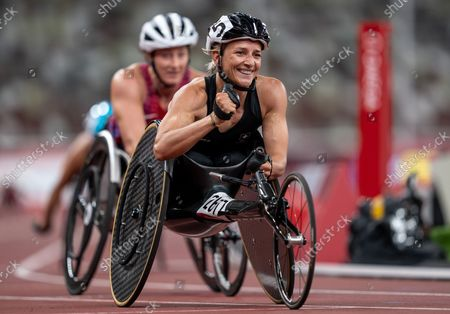 Manuela Schaer SUI defeats Tatyana McFadden USA to take the Gold Medal in the Women's Athletics 800m - T54 Final at the Olympic Stadium. Tokyo 2020 Paralympic Games, Tokyo, Japan, Sunday 29 August 2021. Photo: OIS/Bob Martin. Handout image supplied by OIS/IOC