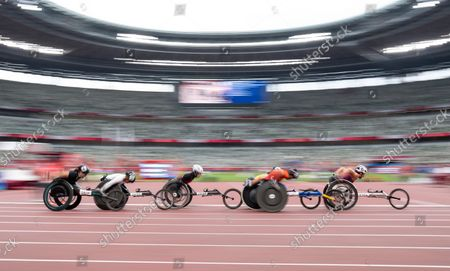 Tatyana McFadden USA leads the field in the Athletics Women's 800m T54 Round 1 Heat 1 race in the Olympic Stadium. Tokyo 2020 Paralympic Games, Tokyo, Japan, Sunday 29 August 2021.