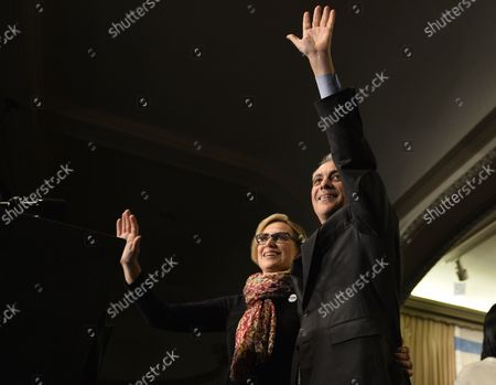 """Chicago Mayor Rahm Emanuel (R) and his wife Amy Rule wave to supporters at a rally at the Plumbers Local Union 130 hall following the mayoral run-off election in Chicago on April 7, 2015. Emanuel defeated opponent Jesus """"Chuy"""" Garcia in the first runoff since Chicago switched to non-partisan elections 20 years ago."""