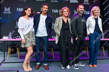 """France, Lille, 27 august 2021 Cast of """"Demain nous appartient"""" (L to R) Honorine Magnier, Kamel Belghazi, Ariane Seguillon, Franck Monsigny, Luce Mouchel attend """"Demain nous appartient """" Fan club meeting during the Series Mania Festival - Day Two on August 27, 2021 in Lille, France."""