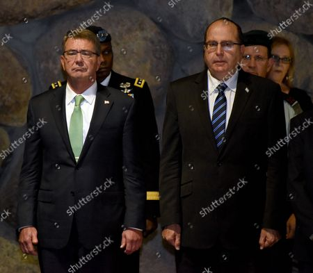 US Secretary of Defense Ashton Carter(L) and Israeli Defense Minister Moshe Ya'alon participate in a memorial ceremony in the Hall of Remembrance of the Yad Vashem Holocaust Museum that commemorates the six million Jews killed by the German Nazis during World War II, in Jerusalem, Israel, July 21, 2015.  Carter is visiting Israel to ease concerns over the nuclear deal with Iran.