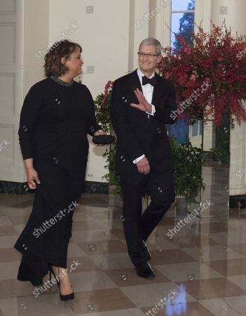 Tim Cook, CEO, Apple and Ms Lisa Jackson arrive at the State Dinner for China's President President Xi and Madame Peng Liyuan at the White House in Washington, DC for an official State Visit on September 25, 2015.
