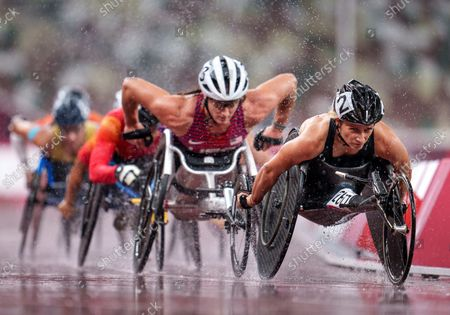 Manuela Schaer SUI leads Tatyana Mcfadden USA in the Athletics Women's 1500m - T54 Final at the Olympic Stadium, Tokyo 2020 Paralympic Games, Tokyo, Japan, Tuesday 31 August 2021. Photo: OIS/Thomas Lovelock. Handout image supplied by OIS/IOC
