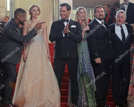 """(From L to R) Usher, Ana de Armas, Edgar Ramirez, guest, Jonathan Jakubowicz and Robert De Niro arrive on the steps of the Palais des Festivals before the screening of the film """"Hands of Stone"""" during the 69th annual Cannes International Film Festival in Cannes, France on May 16, 2016."""