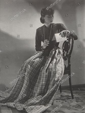 Editorial picture of Vogue March 15, 1939 Fashion Feature