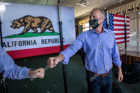Kevin Faulconer fist bumps a supporter on his way out of a campaign stop at the Black Bear Diner on Saturday, Aug. 28, 2021 in Santa Clarita, CA. (Brian van der Brug / Los Angeles Times)