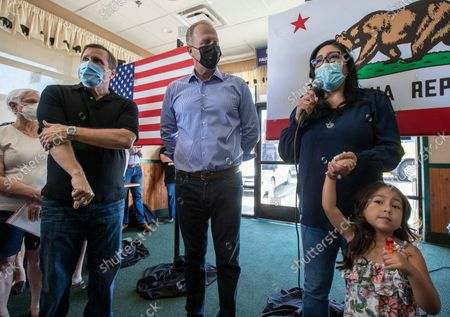State assembly member Suzette Valladares, right, with daughter Charlotte, 4, introduces Kevin Faulconer, center, and state senator Scott Wilk, left, during a campaign stop at the Black Bear Diner on Saturday, Aug. 28, 2021 in Santa Clarita, CA. (Brian van der Brug / Los Angeles Times)