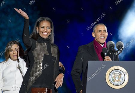 United States President Barack Obama, first lady Michelle Obama, and Sasha Obama attend the National Christmas Tree Lighting on the Ellipse in Washington, DC on Thursday, December 1, 2016.  Actress Eva Longoria is seen at left.