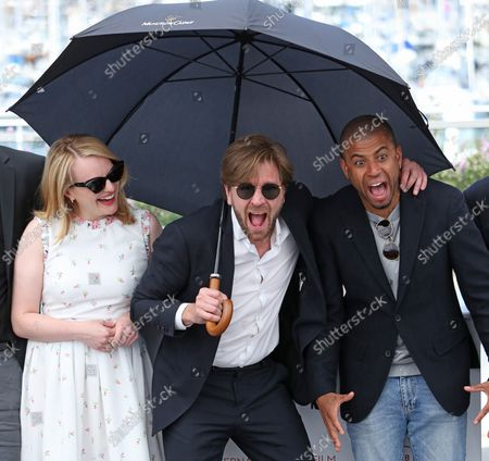"""Elisabeth Moss (L), Ruben Ostlund (C) and Christopher Laesso arrive at a photocall for the film """"The Square"""" during the 70th annual Cannes International Film Festival in Cannes, France on May 20, 2017."""