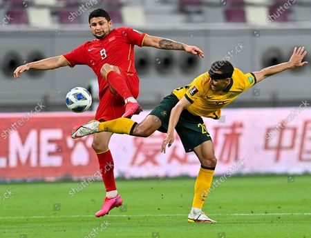 (210903) - DOHA, Sep 3, 2021 (Xinhua) - Australia's Trent Sainsbury (R) vies with China's Ai Kesen during the FIFA World Cup Qatar 2022 Asian qualifying football match in Doha, Qatar, Sep 2, 2021.