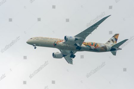 Stock Picture of An Etihad Airways Boeing 787-9 Dreamliner aircraft. It was a busy morning with aircraft arrivals coming into land at London Heathrow flying over Windsor. Michael O'Leary, Chief Executive of Ryanair has called for the Covid-19 Traffic Light System for passengers to be scrapped. The Government System has been criticised as it is causing confusion as to whether passengers need to self isolate
