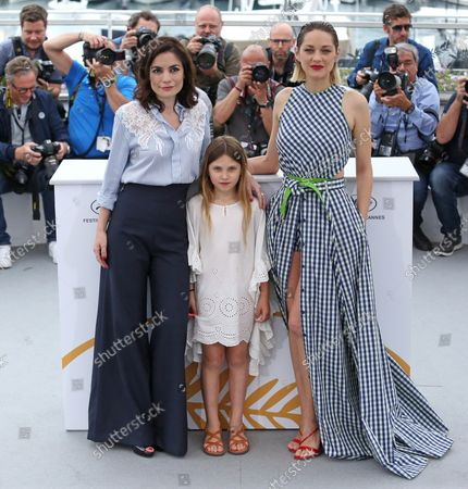 """Vanessa Filho (L), Ayline Aksoy-Etaix (C) and Marion Cotillard arrive at a photocall for the film """"Gueule d'ange"""" during the 71st annual Cannes International Film Festival in Cannes, France on May 12, 2018."""