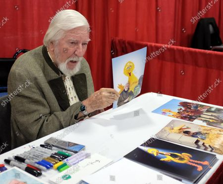 Caroll Spinney holds his picture of Big Bird in his booth at the Broward Convention Center  during Supercon in Ft Lauderdale, Florida,  July 14, 2018. The four day event presents the latest in pop culture, comics and si-fi movie memorabilia.