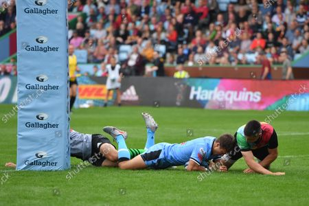 Jamie Hill of Cardiff Rugby scores his side's second try.