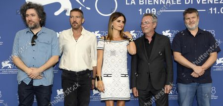 Argentinian filmmaker Mariano Cohn,  Spanish actor Antonio Banderas, Spanisn actress Penelope Cruz, Argentinian actor Oscar Martinez and Argentinian filmmaker Gaston Duprat pose at a photocall for 'Competencia Oficial' (Official Competition) during the 78th annual Venice International Film Festival, in Venice, Italy, 04 September 2021. The movie is presented in the official competition 'Venezia 78' at the festival running from 01 to 11 September.