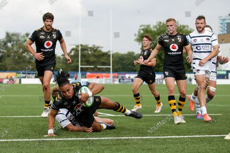 Marcus Watson of Wasps scores a try