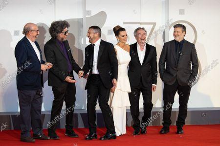 "(L-R) Jaume Roures Llop, director Mariano Cohn, Antonio Banderas, Penelope Cruz, Oscar Martinez and director Gaston Duprat attend the red carpet of the movie ""Competencia Oficial"""