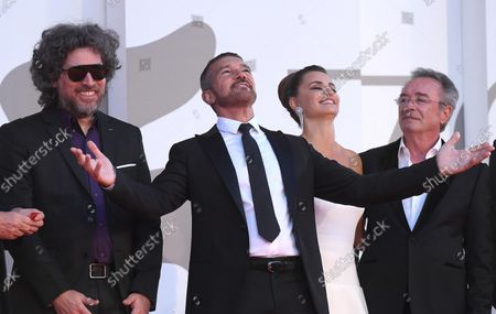 Argentinian filmmaker Mariano Cohn, Spanish actor Antonio Banderas, Spanish actress Penelope Cruz, and Argentinian actor Oscar Martinez arrive for the premiere of 'Competencia Oficial' (Official Competition) during the 78th annual Venice International Film Festival, in Venice, Italy, 04 September 2021. The movie is presented in the official competition 'Venezia 78' at the festival running from 01 to 11 September.