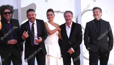 Argentinian filmmaker Mariano Cohn, Spanish actor Antonio Banderas, Spanish actress Penelope Cruz, Argentinian actor Oscar Martinez, and Argentinian filmmaker Gaston Duprat arrive for the premiere of 'Competencia Oficial' (Official Competition) during the 78th annual Venice International Film Festival, in Venice, Italy, 04 September 2021. The movie is presented in the official competition 'Venezia 78' at the festival running from 01 to 11 September.