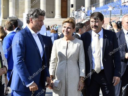 Hungarian President Janos Ader (R) and his wife Anita Herczegh (C) in the company of Hungarian organ artist Gergely Rakasz ahead of  the opening holy mass of the 52nd International Eucharistic Congress on the Heroes' Square in Budapest, Hungary, 05 September 2021. The International Eucharistic Congress, which had to be postponed from 2020 due to the pandemic, will be held in Budapest from 05 to 12 September.