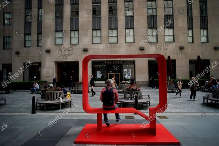 Harriet and Annie (Capri), 2018 Josephine and Kazumi (Real Red), 2018 by Hank Willis Thomas is on display at a media preview of the inaugural Frieze Sculpture at Rockefeller Center, a free public art installation featuring 20 sculptures from 14 local and international artists, on April 25, 2019 in New York City. Sculptures from Nick Cave, Aaron Curry, Jose Davila, Walter De Maria, Rochelle Goldberg, Goshka Macuga, Ibrahim Mahama, Joan Miro, Paulo Nazareth, Jaume Plensa, Pedro Reyes, Kiki Smith, Sarah Sze, and Hank Willis Thomas are featured in Frieze Sculpture at Rockefeller Center. Works appear in a variety of indoor and outdoor locations throughout the Center including Rockefeller Plaza, the Channel Gardens, the Rink at Rockefeller Center, North Plaza, and South Esplanade.