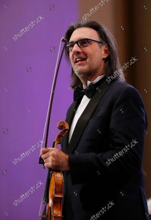 Stock Image of Greek violinist Leonidas Kavakos reacts after performing Tchaikovsky's Violin Concerto in D major Op.35, accompanied by The Munich Philharmonic orchestra under the baton of Russian conductor Valery Gergiev, on the stage of Grand Palace Hall during Enescu Festival 2021, in Bucharest, Romania, 06 September 2021. The festival, held every two years since 1958, is the biggest classical music festival held in Romania and is named after Romanian composer and violinist George Enescu. The 2021 edition runs from 28 August to 26 September 2021 with the participation of 32 orchestras from 14 countries, totaling 3,500 foreign and Romanian artists. Special measures are being taken to reduce health risks for spectators and artists.