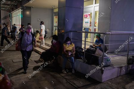 People check their mobile phones outside Veracruz General Hospital after a strong earthquake, in Veracruz, Mexico, . The quake struck southern Mexico near the resort of Acapulco, causing buildings to rock and sway in Mexico City nearly 200 miles away