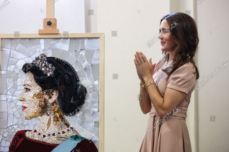Princess Mary with a portrait of her made with recycled materials during the visit of the Danish installations and companies at the Museum of Science and Technology at the Fuorisalone 2021
