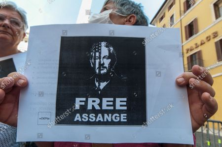 Stock Photo of Today in front of Montecitorio: Italians for Assange in support of press freedom and against the procedure for the extraction of the journalist Julian Assange