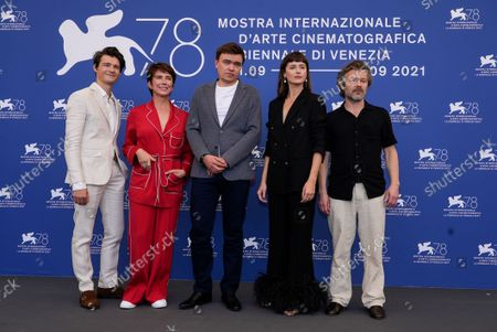 Stock Image of Tomasz Zietek, from left, Sandra Korzeniak, Jan P. Matuszynski, Agnieszka Grochowska and Jacek Braciak pose for photographers at the photo call for the film 'Leave No Traces' during the 78th edition of the Venice Film Festival in Venice, Italy
