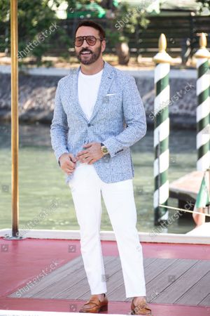 Jeremy Piven poses for photographers upon arrival at the 78th edition of the Venice Film Festival in Venice, Italy